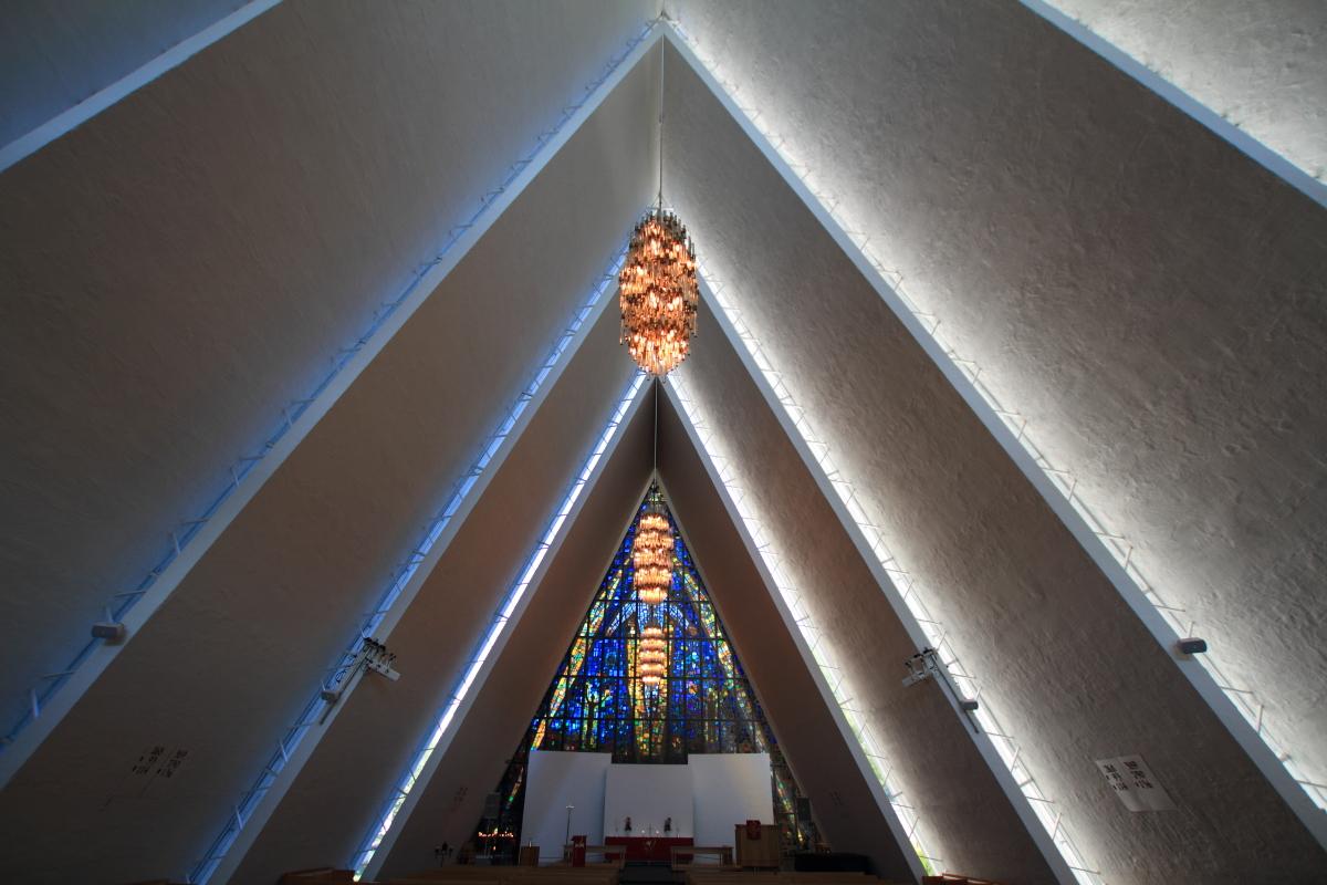 Blick durch das Kirchenschiff nach Osten